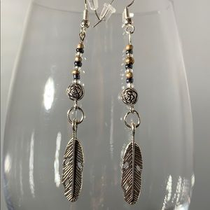 Jewelry - 🍃Silver bead and feather earrings🍃